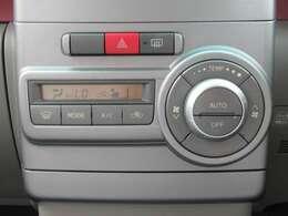 オートエアコン機能付きです。設定をした温度を一定に保ってくれます。