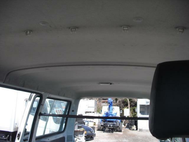 天井も高めで広々とした空間が1BOX車の魅力です