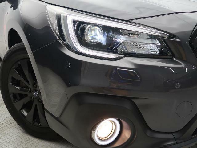 【オプションLEDアクセサリーリング付LEDヘッドライト&フォグランプ】悪天候や夜間の走行も視界良好で安心してお乗りいただけます。