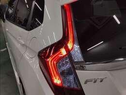 LED導光チューブタイプのテールライトはキラキラ鮮やかな発色で後続車により強く注意を促します☆彡