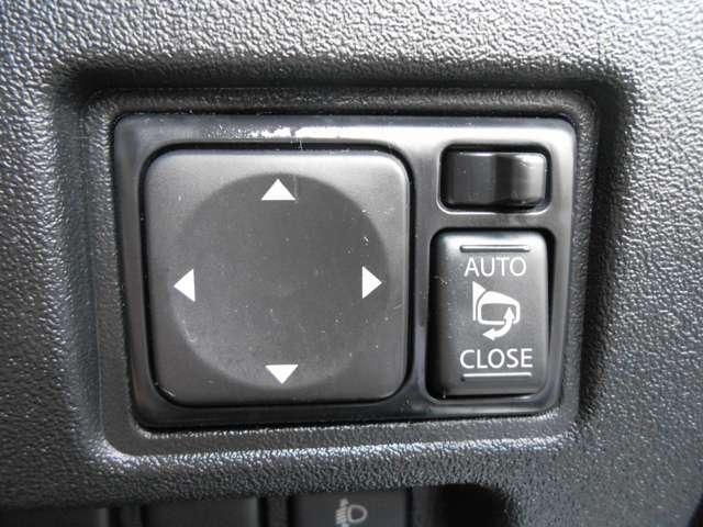 格納式ドアミラーで狭い駐車スペースでも安心です。