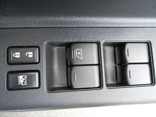 運転席ワンタッチパワーウインドでガラスの開け閉めがラクラク