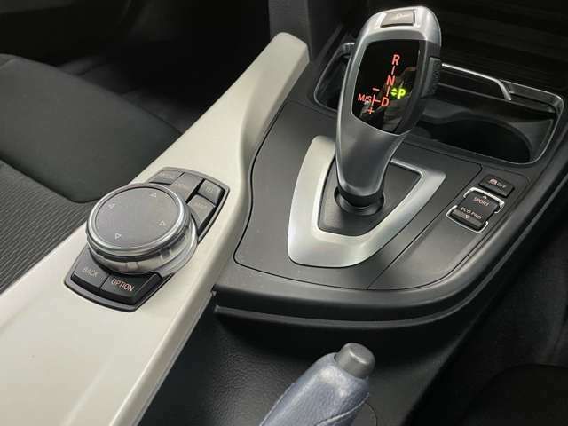 整備付きのクルマはヤナセの入念な整備でさらなる安心を。もちろん整備費用を別途頂くなど無粋な事はいたしません。整備費用は車両本体価格に含まれておりますのでご安心ください。
