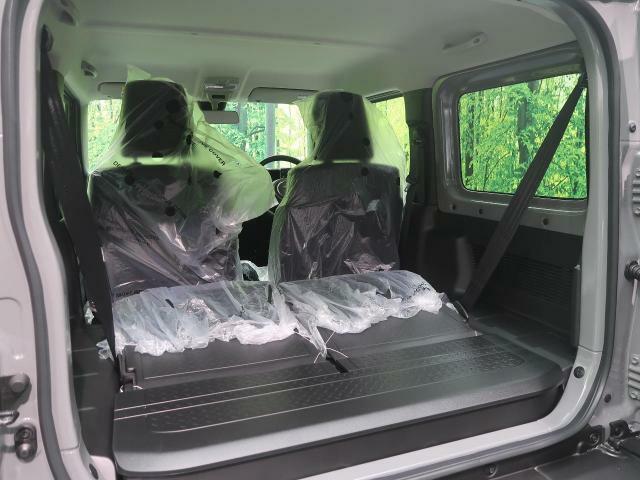 ラゲッジルームはスペースを確保。リアシートを倒すことで大きな荷物も収納できます。