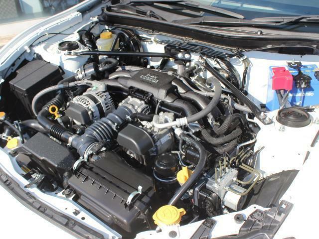 水平対向4気筒FA20エンジン!高出力、大トルクを幅広い回転域で味わえます!エンジンルームも綺麗な状態です!