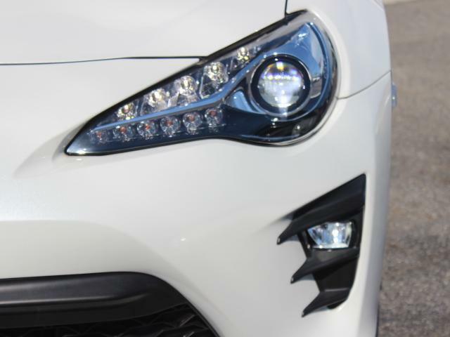 夜道も明るく照らしてくれる純正LEDライトです!
