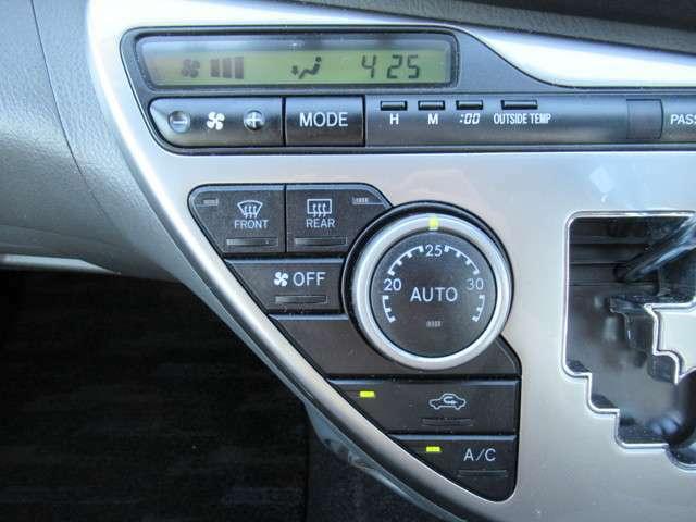 オートエアコン装備です◇温度を自動調整してくれる嬉しい機能です◇一定の温度にセットするだけで自動的に車内を設定温度に保ってくれるので快適です◇