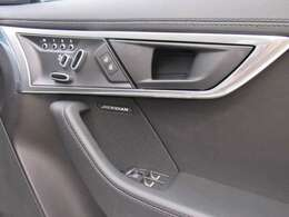 12ウェイ電動調整フロントシート・シートヒーター付き(メモリー機能付き) 279,000円