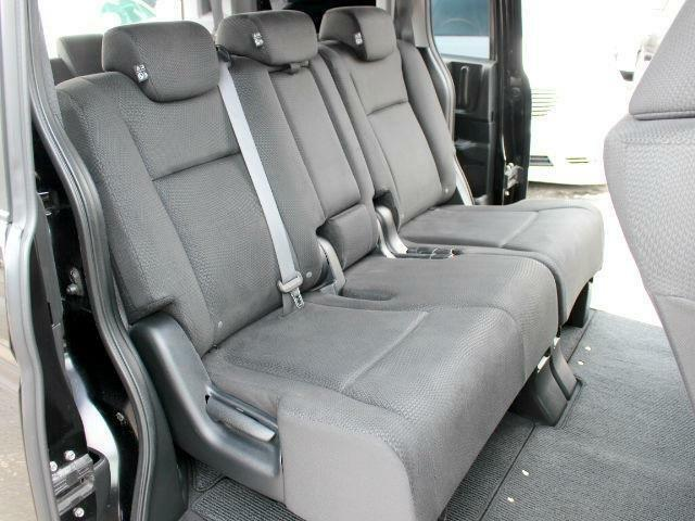 後席も汚れやシミは無く、状態良く保たれております♪