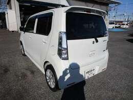 ワゴンRの左リヤビュー UV&プライバシーガラスで、車内の紫外線&プライバシーをシャットアウト