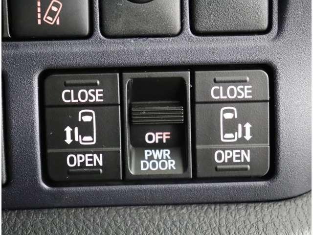 もちろん両側電動自動ドアです。ドアノブを手前に引くだけでオープンー♪