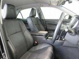 乗る人すべてを深いくつろぎで満たす上質な風合いを持つ座り心地のよいシート。