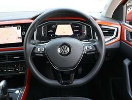 3スポークレザーステアリングには「ACC」の調整やデジタルメーターのメニュー切替えスイッチが装備されています。走行中、ハンドルから手を離すことなく簡単、安全に操作が出来ます。