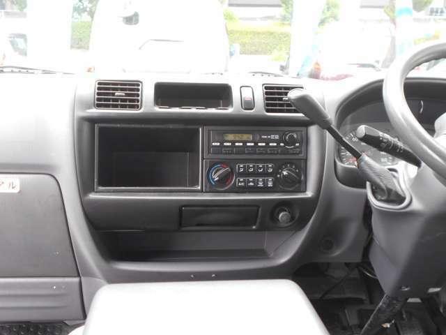 内外装につきましてはスタッフが丁寧に車内クリーニング、外装磨きを行います。