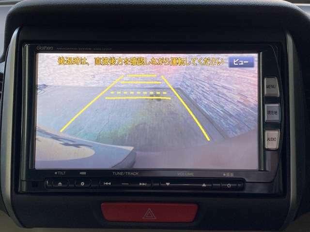 バックモニターもついているので駐車時も安心です。