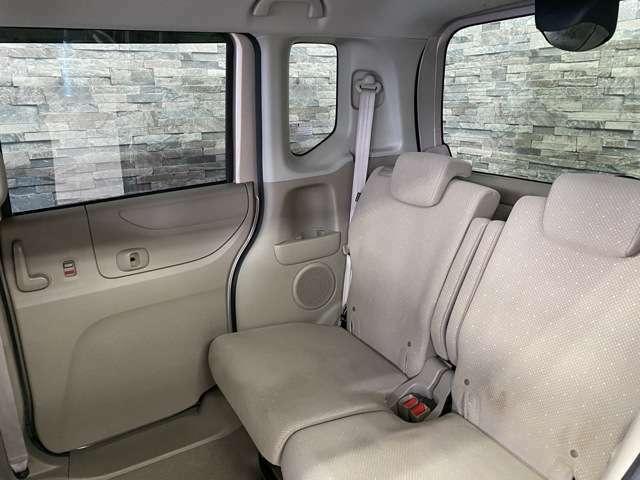 もちろん後部座席も広々空間で快適です。