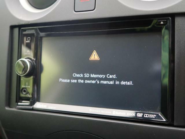 DVDやスマートフォンとの接続も可能な多機能ナビです。