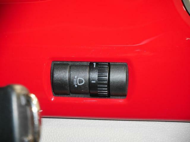 ヘッドライトハイトコントロールは、ヘッドライトの光軸の高さを調整出来ます。