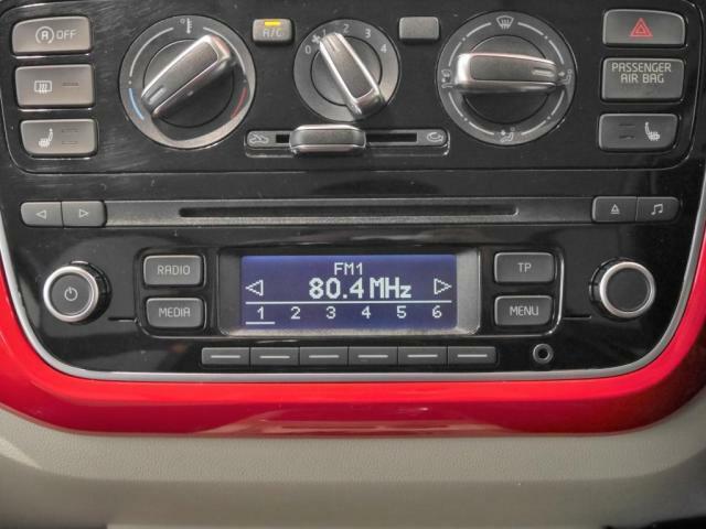 エアコンやオーディオ操作のパネルは、シンプルなデザインです。