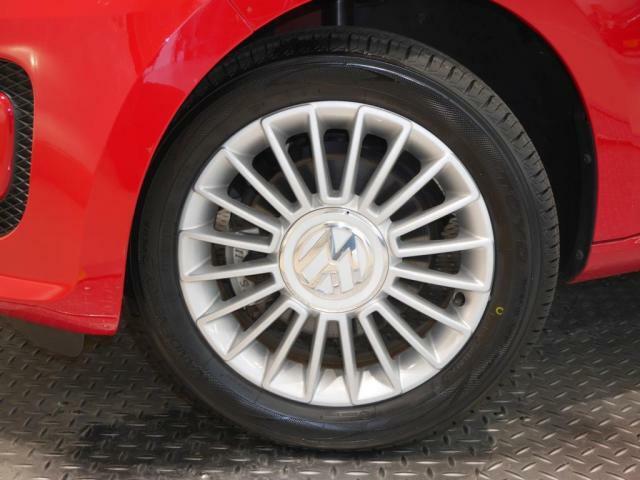 新品タイヤ装着。サイズ 18555R15 Volkswagen純正アルミホイール。