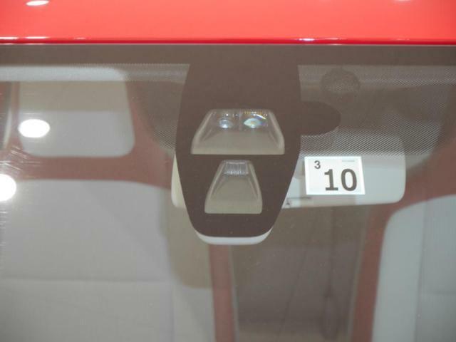 30kmh未満での走行中に、レーザーセンサー(ガラス上部に内蔵)が車両の前方10m以内にある障害物を検知し、回避行動を取らなかった場合、自動的にブレーキを作動させ危険を回避、あるいは追突の被害を軽減し