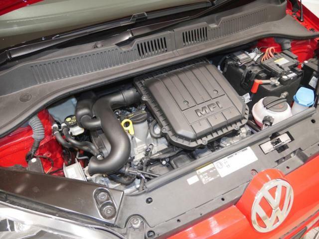 3気筒ガソリンエンジンです。この自然吸気エンジンは、排気量999ccから75PS(カタログ値)の出力と95Nmのトルクを発生します。