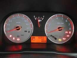 2連リング 瞬間燃費表示、平均燃費表示もできるメーター。