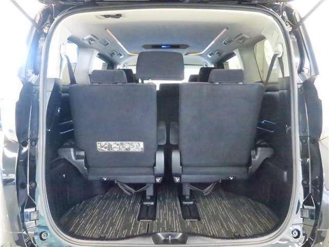 フル乗車でも十分な容量のラゲージスペースを確保しています。