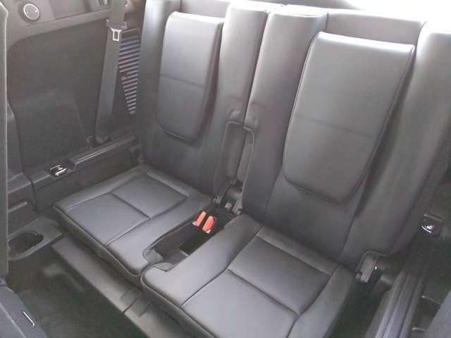 3列目シート仕様のこの車には、家族や友人との旅まで任せることができます。
