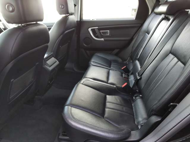 広いのは前席だけではありません。後席ならではのゆとりのある空間。