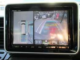 全方位カメラ☆彡バックドアにカメラを装備し、液晶モニターには車幅や距離の目安となるガイドラインも表示します