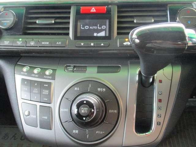 デュアルエアコン♪運転席と助手席の温度別々に設定可能です♪モータウン内には3社入っていますので敷地内奥の赤い旗TOP ROADを目印にご来店下さい