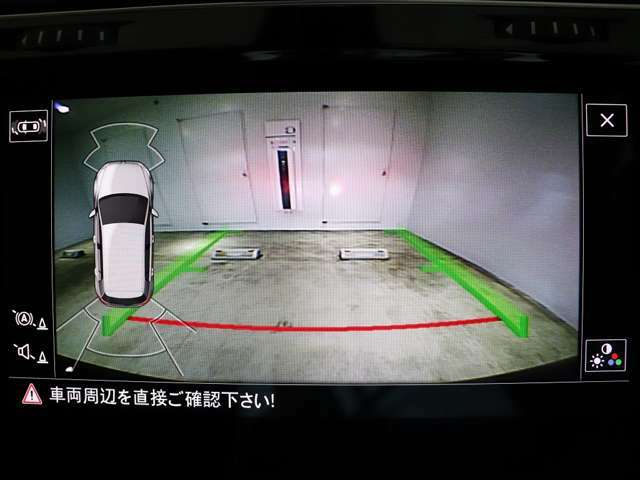 バックカメラの映像と障害物センサーの作動状況が確認できます。