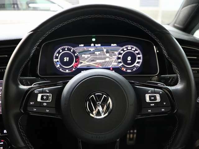 運転者目線画像です。ステアリングスイッチ付きです。