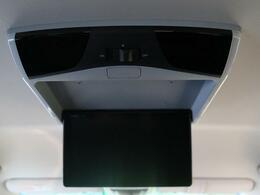●フリップダウンモニター 『嬉しいフリップダウンモニターを装備♪後席の方も画面を見ながらゆったりとくつろいで頂けますね☆』