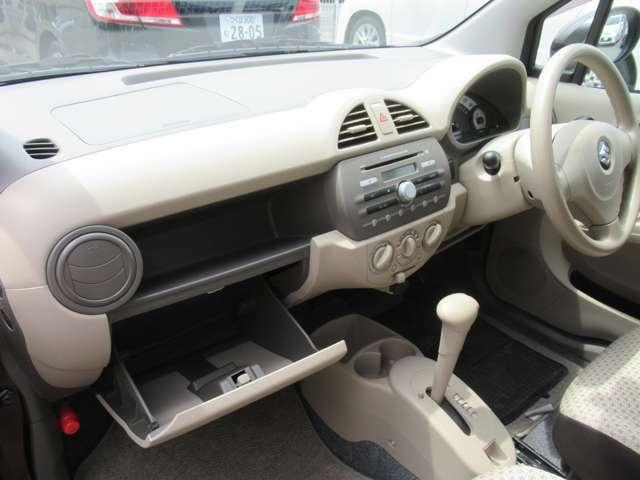 ドリンクホルダー、車検証入れ等の収納が設置されています◇何かと便利ですね◇