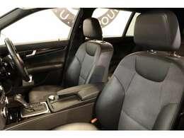 クオリティの高い綺麗な状態が維持されたブルー&グレーステッチ入りブラックハーフレザーシートを装備!パワーシートを搭載し長時間の運転も楽々お楽しみ頂けます。