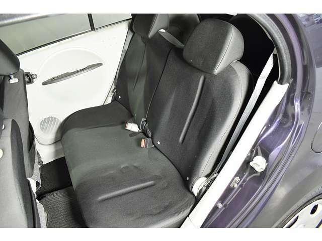 ゆったり座れて、開放感のあるベンチシート♪車内でもくつろぐことができます。