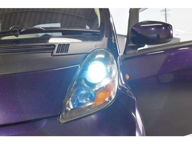 ディスチャージライト。明るいヘッドライトで、夜間のドライブも安心です。