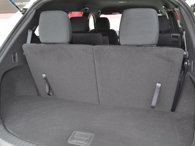 サードシートも広さ十分!床下収納も有ります