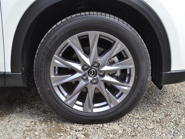 タイヤの残り溝数は前8mm後8mmとなっております  【参考】新車時の溝はおよそ7~8mmとなります。