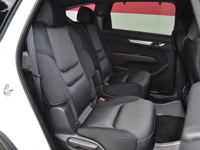 【後席シートヒーター付】後席にもシートヒーターを装備しております。ISOFIX対応シートはチャイルドシートも簡単に固定取付出来ます。お子様も安心してお乗せください。