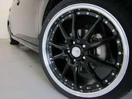 スマートキー・新品フルエアロ・新品19インチAW・新品タイヤ・HIDヘッドライト・フォグランプ付でエクステリアもドレスアップ済!キマってます!!