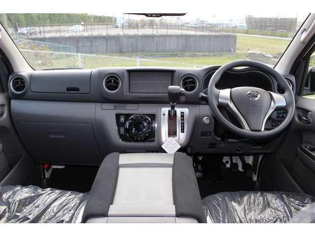 運転席周りは広々としておりゆったり座ることが出来ます
