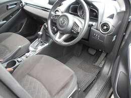 特別仕様車、「XDミストマルーン」の運転席周りの様子です。