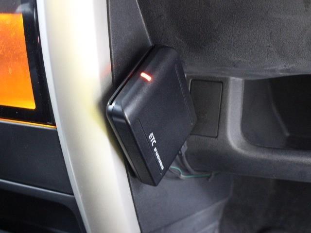 料金所もスムーズに通過、もちろん料金もリーズナブルに利用できるETC車載器が装備されています。