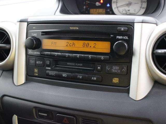純正ならではのフィット感のあるCD/MDオーディオを装備しています。