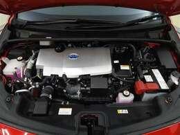 一滴のガソリンを大切にするエンジン。低燃費のハイブリッド走行を誇るプリウスのハイブリッドシステムをベースとしているため、バッテリーの充電電力を使い切っても、ハイブリッド燃費は優秀です。