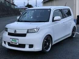 車種により値段が変わりますがガラスコーティングは20,000円から承っております。その他、安心整備パック等お得なオプションも揃えています。
