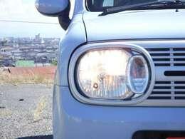 ヘッドライトは黄ばみも無くキレイですよ☆あと付けのHIDライトの取り付けも出来ますのでお気軽にご相談ください☆